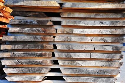 Holzbohlen für Massivholzmöbel